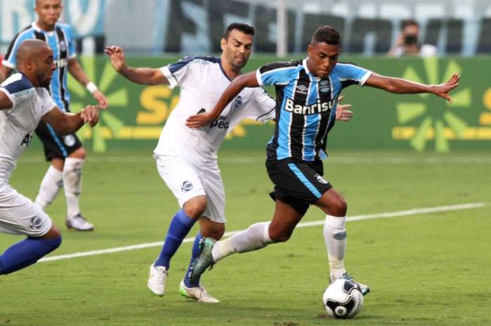Tricolor Gaúcho saiu na frente com um gol irregular, mas permitiu o empate do Zequinha. Foto: Itamar Cunha/Freelance/Lancepress