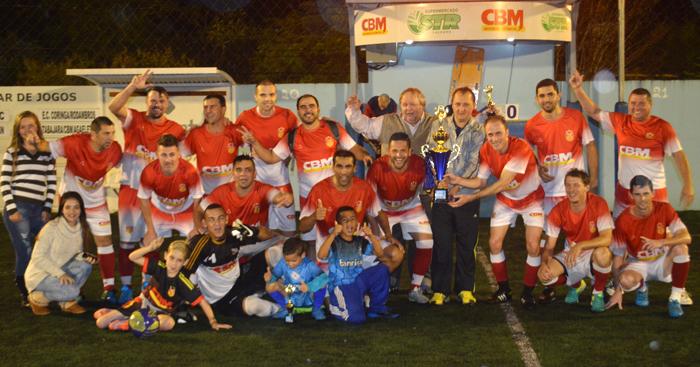 Equipe do Tabajara/CBM comemora o título de campeão da Série Ouro