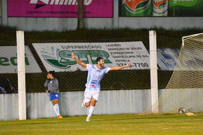 Flávio Torres deixou sua marca de artilheiro em duas oportunidades diante do Brasil-Far