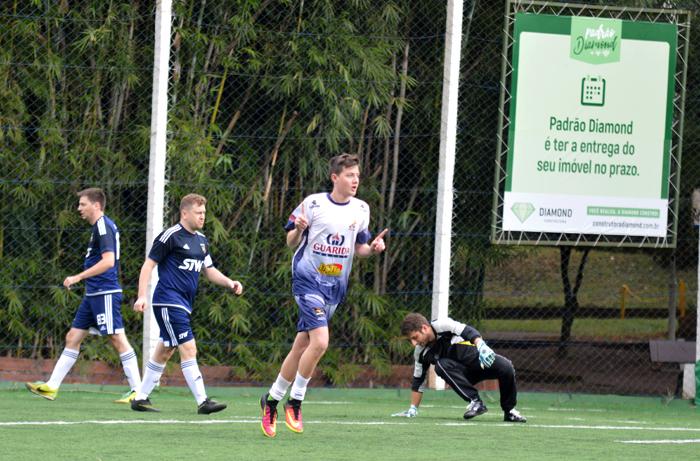Mateus Fauri, do 100 Pressão, marcou um dos gols de seu time, na vitória contra o Maragatos