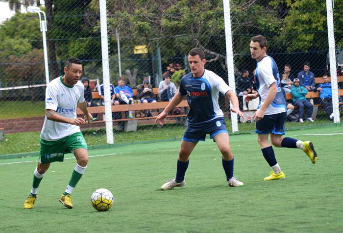 Seco (e), do Rebordose, teve boa atuação, na vitória de seu time diante da equipe do Coroas Mirim D/Imojel.