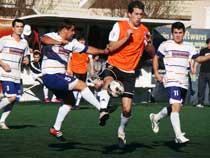 Real Madruga superou o Polêmicos, do jogador Neguinho (e).