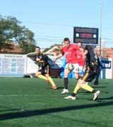 Peladeiros soube neutralizar as jogadas do Dogs United FC e foi superior nos contra-ataques.
